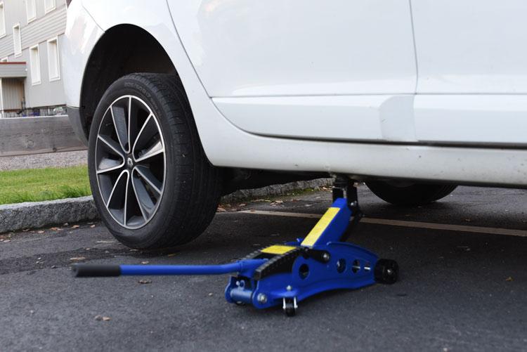 Test garagedomkraft Biltema 15-847 - Billig och smidig billyft för 499 kr!