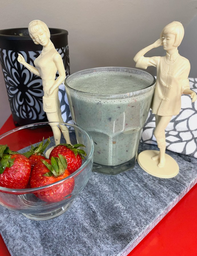 Fruity Spirulina Smoothie with Chia Seeds