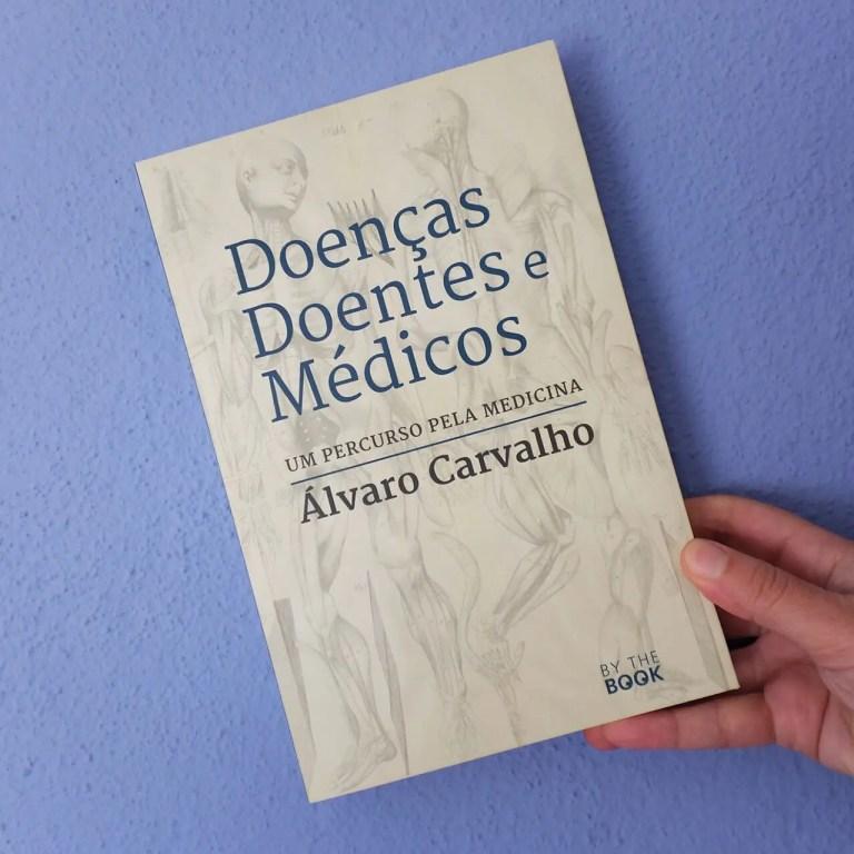 Álvaro Carvalho, numa escrita autobiográfica, recorda as suas experiências de vi…