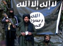 """FILE - epa04589039 An image made from a video released by the Islamic State (IS) on 27 January 2015 purportedly showing Hafiz Said Khan (C) head of the IS branch in Pakistan and Afghanistan, at an undisclosed location at Pak-Afghan border. IS spokesman Muhammad al-Adnani announced in an audio recording on 26 January the formation of a branch of the group in the Afghanistan and Pakistan region, to be headed by a militant he named as Hafiz Said Khan. EPA/ISLAMIC STATE / HANDOUT ATTENTION EDITORS : EPA IS USING AN IMAGE FROM AN ALTERNATIVE SOURCE AND CANNOT PROVIDE CONFIRMATION OF CONTENT, AUTHENTICITY, PLACE, DATE AND SOURCE. HANDOUT EDITORIAL USE ONLY/NO SALES   (zu dpa """"Die wandelbare Macht - IS steigt zur mächtigsten Terrorgruppe auf"""" vom 29.12.2015) +++(c) dpa - Bildfunk+++"""