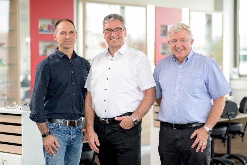 Die Leitung des Bildungszentrums für Augenoptik und Optometrie liegt bei Hans-Werner Kröck (Mitte), Franz Gilgenreiner (rechts) und Carsten Schiffer (links).