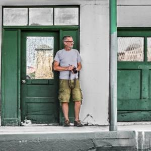 Image of Bob Walma looking for a shot