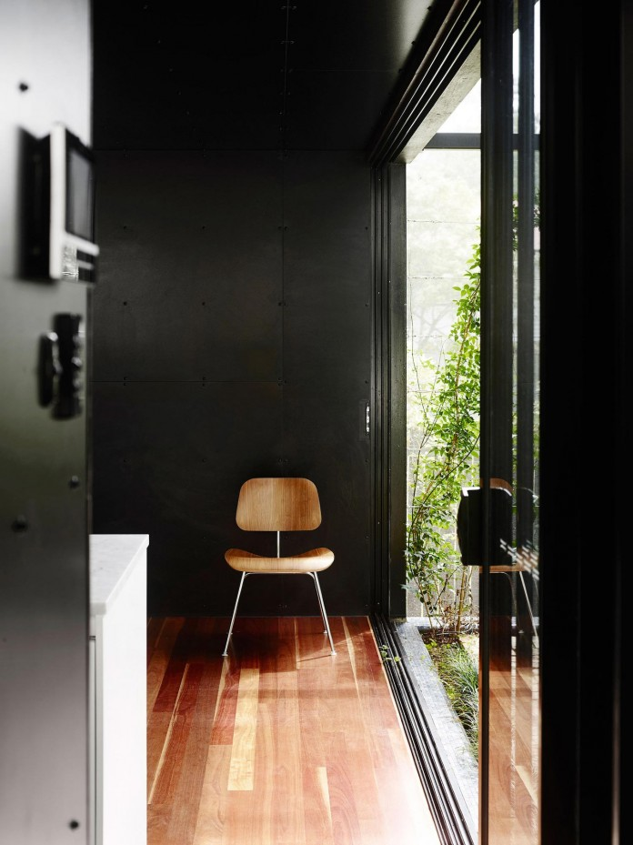Oxlade-Drive-House-by-James-Russell-Architect-08
