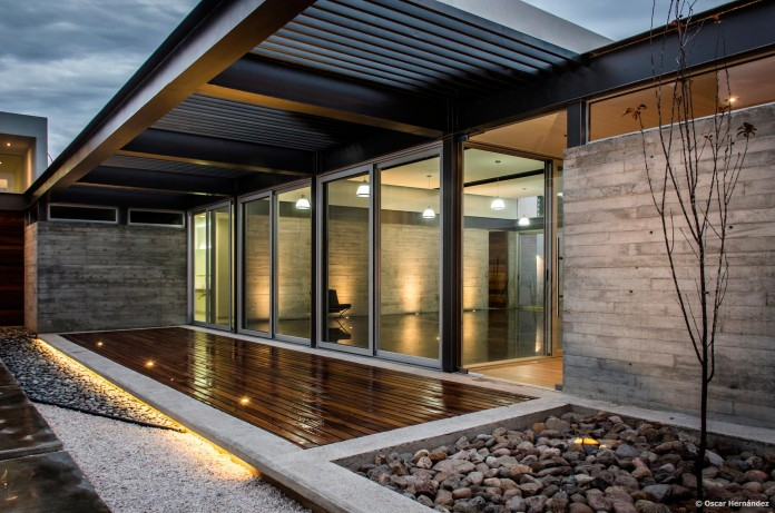 One-Story-Contemporary-TCH-House-by-Arkylab-14