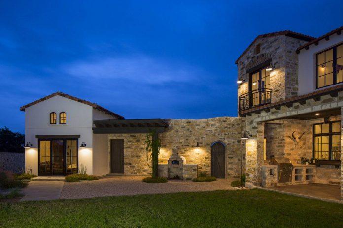 Contemporary Italian Farmhouse In Texas With A Rustic