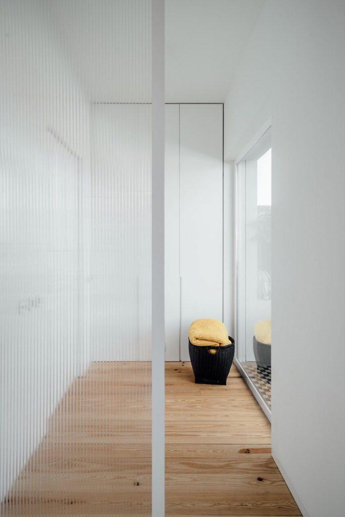 penthouse-lisbon-occupies-last-two-floors-building-03