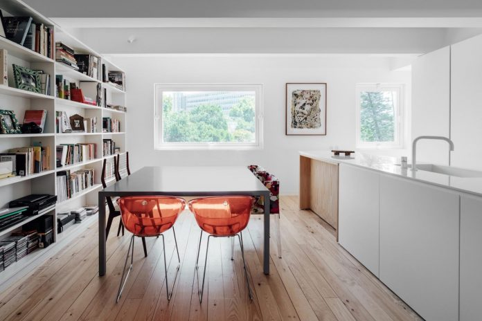 penthouse-lisbon-occupies-last-two-floors-building-07