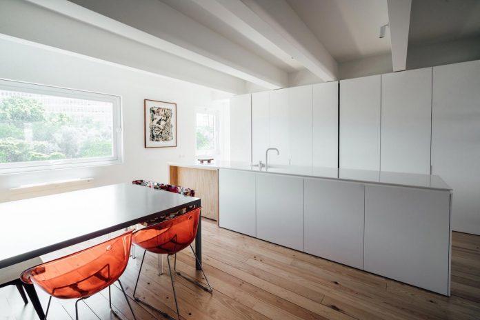 penthouse-lisbon-occupies-last-two-floors-building-08