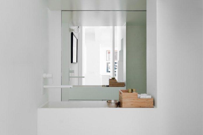 penthouse-lisbon-occupies-last-two-floors-building-13