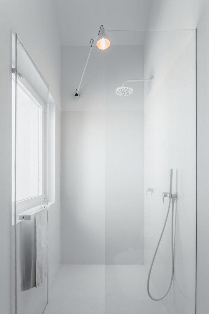 penthouse-lisbon-occupies-last-two-floors-building-17