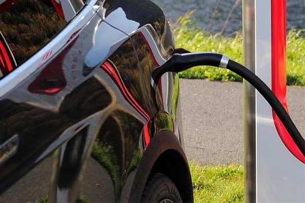 El 80% de los coches eléctricos se vende en los países más ricos de la UE