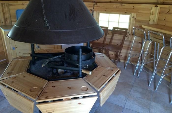 Cusine barbecue cabane arbre cantal