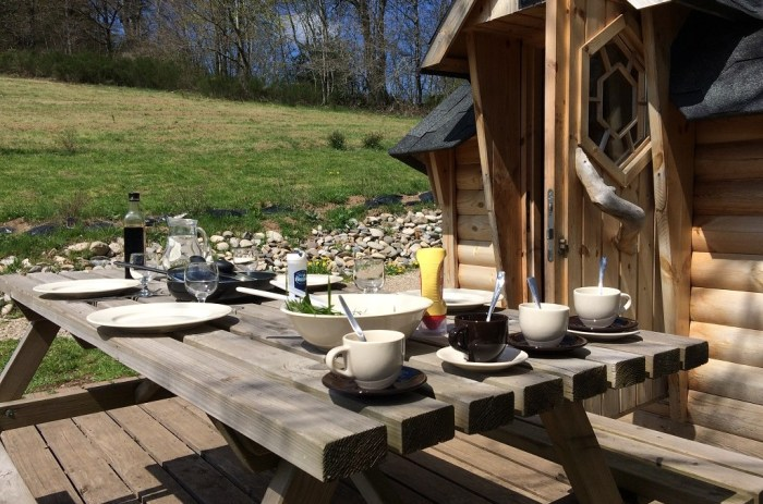 Cuisine terrasse cabane cantal France