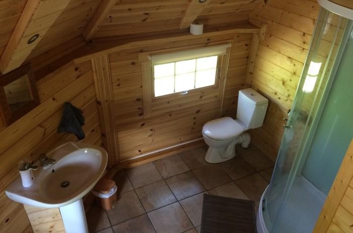 Salle de bain cabane arbre Cantal Auvergne
