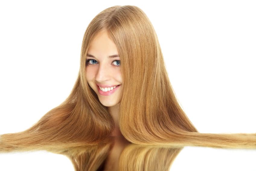 Qual é o melhor método de alisar cabelos loiros?