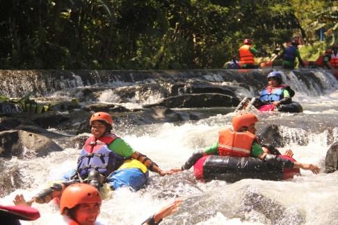 cos-river-tubing-lombok-1