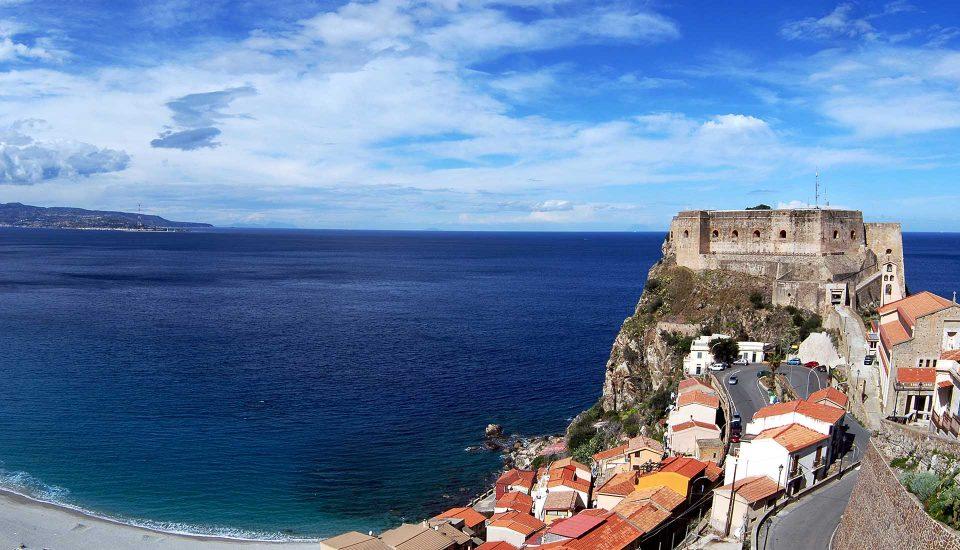 Cabin Charter Eolie - Scilla - Castello Ruffo di Calabria - Vacanza in Barca a Vela - Viaggio in Barca a Vela - Calabria - Sicilia