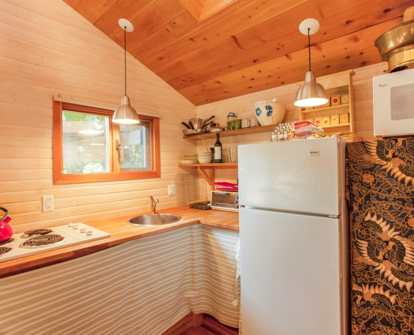 sunshine-coast-cabins-alfie-a-frame-kitchen