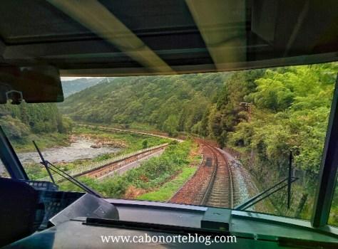 En tren entre Takayama y Kyoto