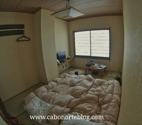 Habitación de ryokan con los futones