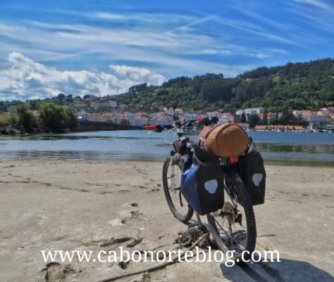 Una buena bici es imprescindible para hacer el Camino de Santiago. En el Camino Inglés en Pontedeume