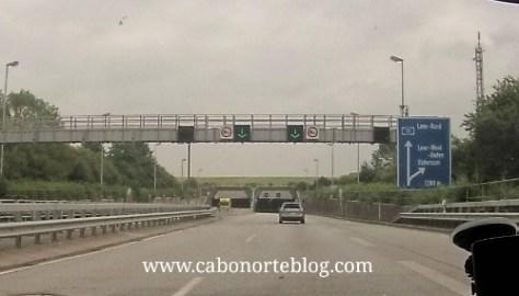 Autopista de acceso a una ciudad