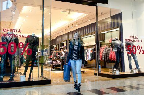 Andreea Ibacka shopping