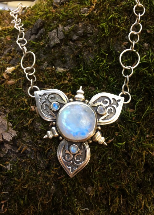 La Lune - Vibrant Rainbow Moonstone Necklace -