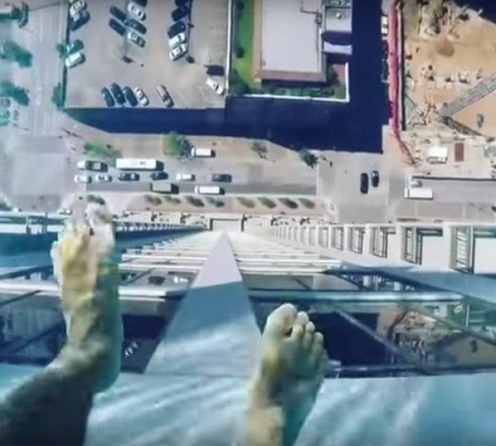 piscina-suelo-transparente-150-metros-2
