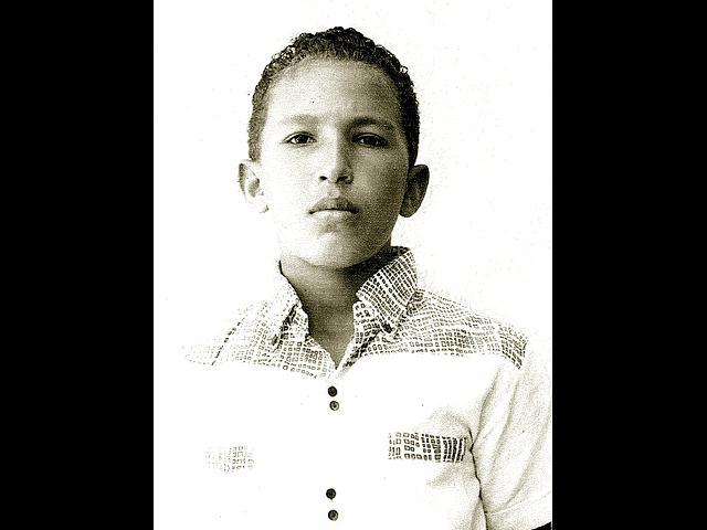 Otra foto de Hugo Chávez un poco más grande, de unos 10 años aproximadamente.