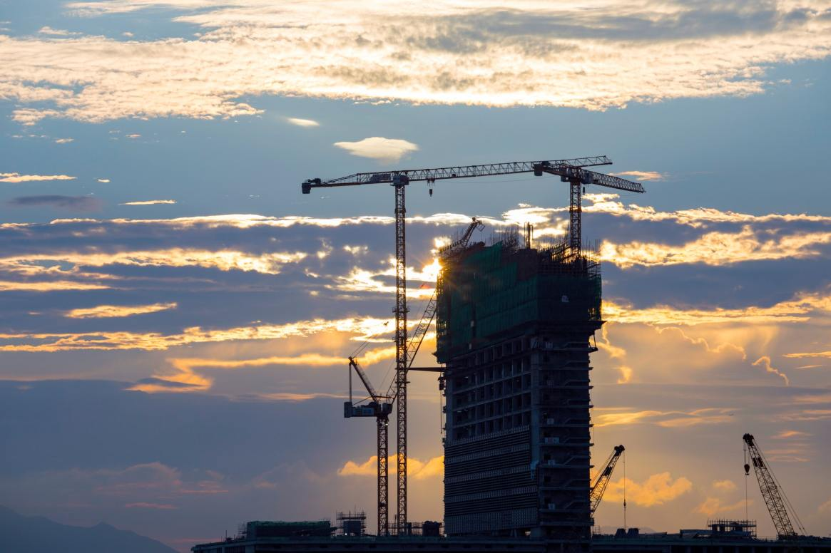 unfinished-concrete-building-with-tower-crane-1402923