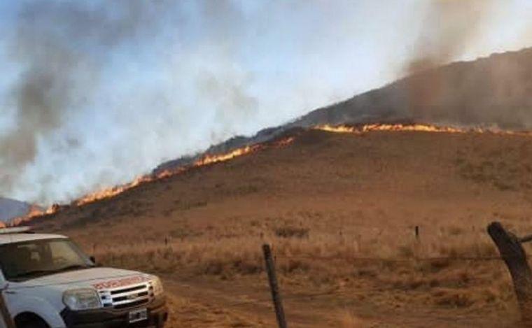 FOTO: El fuego está alejado de la zona poblada.