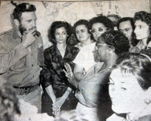 """Fidel conversa con las """"Anitas"""" y sus profesoras."""