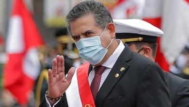 Photo of Tras cinco días en el cargo, renunció el presidente de Perú, Manuel Merino