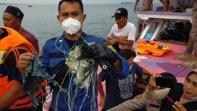 Photo of Encontraron restos humanos y la caja negra del avión que se estrelló en Indonesia