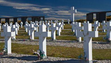 Photo of Firman acuerdos para identificar los restos de soldados caídos en Malvinas