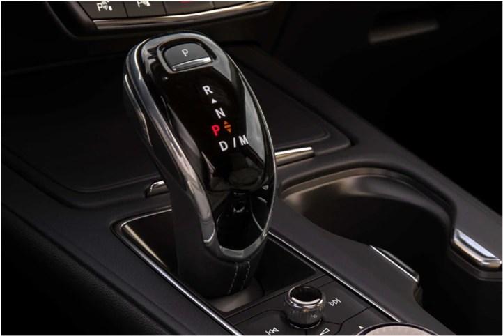 2020 Cadillac XT4 Compact SUV Transmission Gear Shift