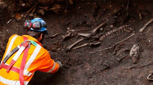 Restos de los esqueletos encontrados en el metro de Londres