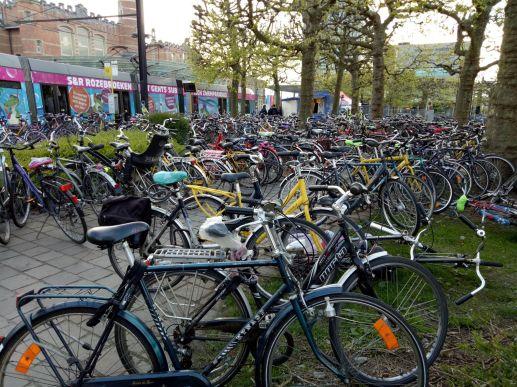Bikes near railway station, Gent