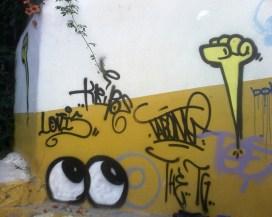 Yeux et poing levés à Balkon - Istanbul