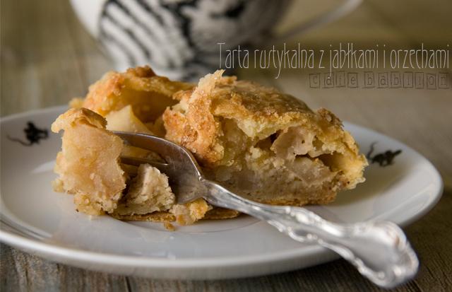 Rustykalna tarta z jabłkami i orzechami