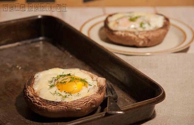 Pieczarki portobello zapiekane z jajkiem