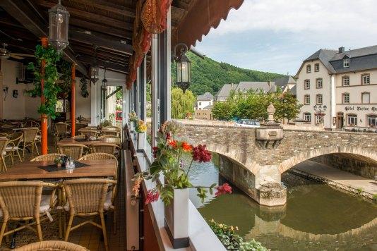 Foto der Ansicht, dass Sie haben wenn Sie eine köstliche Mahlzeit im Café-Restaurant Du Pont verwendet.