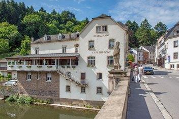 Foto von der Seite des Café du Pont.