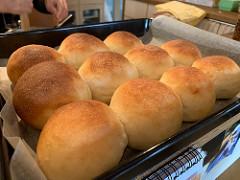 手ごねパンでポテサラサンドやハムチーズサンドなど