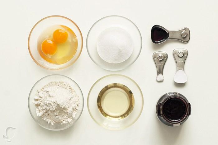 Magdalenas rellenas de mermelada de mora: ingredientes
