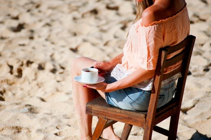 estreñimiento, infusiones, remedios para el estreñimiento, Té frío, tomar el sol