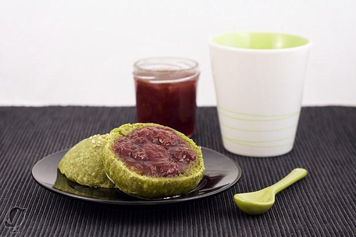 Bollos de té Matcha-Bancha con mermelada