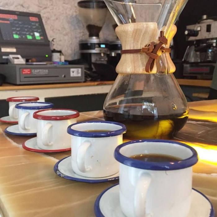 tazas de cafe en bianchi kiosko cafe