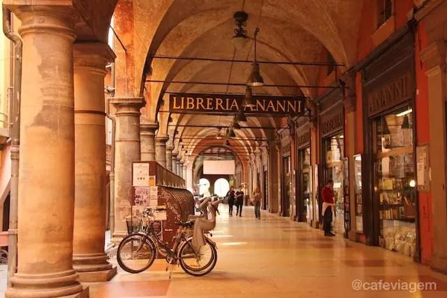caminhar pelos pórticos de Bologna: um dos melhores programas!